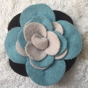 Adorable Wool Flower Pin Antique Grandma style